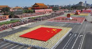 Desfile militar marca aniversário de 60 anos da China Comunista