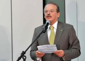 Tarso Genro fala sobre a lei complementar 137, sancionada ontem (07/10) pelo Presidente Lula